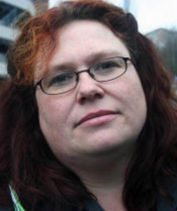 Susanne Andersson, 38, undersköterska, Timrå.–Man måstesluta dra ner för våra äldre i samhället och det är en viktig fråga för oss alla.