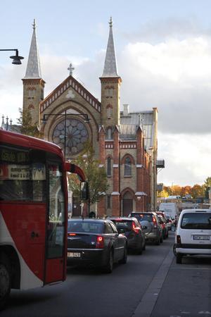 Sjömanskyrkan borde rivas så att trafiken flyter på.