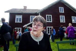 Ann Nilsén var en av många föreläsare under dagen och berättade om de ovanliga kulturväxter som nästa försvunnit från hälsingegårdarna under de senare år.