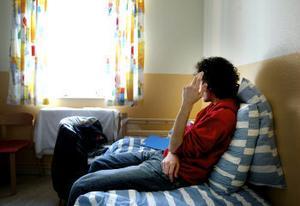 Här har Mohammad suttit i fem månader. I går slog länsrätten i Gävle fast att polisen gör rätt som håller en 19-åring som aldrig begått ett brott inspärrad en hel sommar.Mohammad är hatiskt mot polisen och länsrätten, men vägrar att frivilligt resa hem till Iran. –Så länge jag vet att det finns goda människor i Sverige kommer jag aldrig att ge upp, säger han.