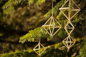 Den traditionella himmelin är byggd av råghalm, men egentligen kan du använda vilket material du vill som är rörformat.
