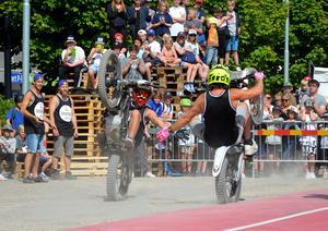 Extremsportarna Rackatygarna besökte Sundsvall under onsdagen och bjöd på aktiviteter och show.