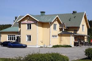 Takbytet gör att  den klassiska byggnaden i Frånö  inte förstörs av vattenskador, ett hot som varit överhängande.