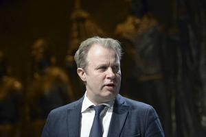 Dramatenchefen Eirik Stubø ville inte ge några besked om framtiden för Jenny Andreassons uppsättning av Hamlet när han presenterade teaterns vårprogram.