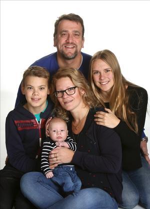 Veckans bebis. Jennie Holmberg och Jörgen Hedengren, Enhörna, fick den 16 oktober en pojke som heter Melvin.