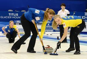 Christina Bertrup och Sara McManus och det svenska laget rådde inte på Japan.