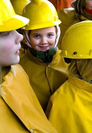 Hjälm och galonkläder behövs för den som vill gå ner i gruvan.