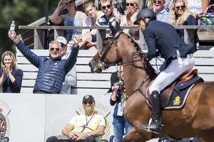Anders Högberg, lagledare, var glad när Strömsholms sista ryttare Jens Fredricson satte en felfri runda i den första lagomgången i Falsterbo. Den ritten innebar att laget slutade på noll fel och ligger nu på guldläge inför den sista och avgörande omgången.
