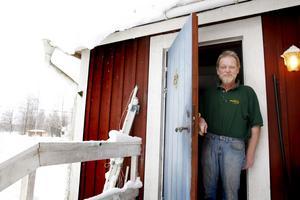 Att börja arbeta är precis vad Peter vill. Men så länge kylan hänger kvar är han inte kapabel till det.