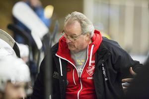Strömsundstränaren Roger Allberg var bara glad över en sak efter matchen mot Järpen – segern.   Arkivbild: Patrik Sjödin