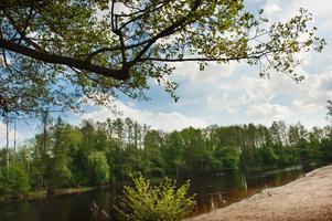Inget dopp. Badplatsen vid Hästhagen är fortfarande stängd och troligtvis kommer det inte att gå att bada i Svartån även denna säsong.