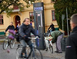 Trampa på. Cykelbarometern vid Vasatorget är bara en av flera mätpunkter i Örebro där antalet cyklister registreras.