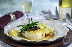 Rimmad torskrygg med smakrikt sällskap i form av ingefära, soja och brynt smör.