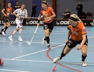Inga nya ansikten. Rönnby har svårt att locka till sig nya spelare. Lagkaptenen Karolina Widar och backen Alexandra Högberg kör just nu försäsongsträning inför hösten.