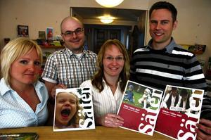 Ny turistbroschyr. Linda Nilsson, Anders Olofsson, Jeanette Gossas och Jonas Lindgren, visar Säters nya turistbroschyr, en produkt i tre delar.