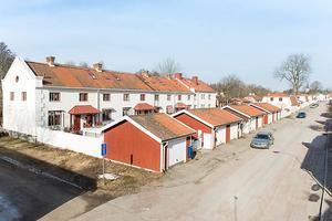 Detta radhus på Magasinsgatan 7a i Strömsbro hamnade på förstaplats bland mest klickade bostäder i Gävleborgs län på Hemnet förra veckan.