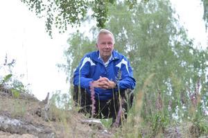 Mycket orkidéer. Det är ovanligt mycket orkidéer i år, berättar Lennart Haraldsson, här purpurknipprot längs vägen strax norr om Uskavi.