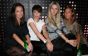 Pluto. Kristin, Elin, Lisa och Mikaela
