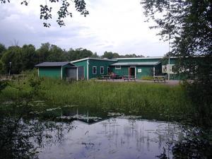 Holmarna Folkets Park i Skutskär grundades för nästan exakt 100 år sen. Om någon vill köpa den och fortsätta driva som festplats återstår att se.