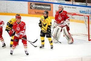 Gustav Lindberg är inte den störste spelaren, men vågar ta sig in framför motståndarnas målvakt.