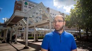 Målmedveten. Feda AlHallak, från Syrien, har bott i Örebro ett år. Han är hoppfull, helt inställd på att arbeta som läkare i Sverige. Men han är orolig att han ska glömma viktig medicinsk kunskap om han måste vänta flera år på läkarlegitimation.