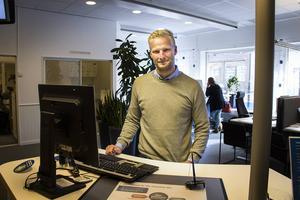 Nordea i Ljusdal har ingen kontanthantering, kunderna som ändå vill göra det är sällan positiva, berättar anställde Joacim Knapp.