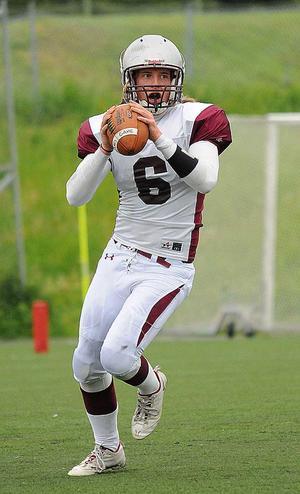 Mårten Rosenholm vikarierade som quarterback i segermatchen.
