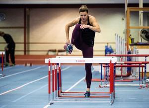 Sanna Kallur tränar i Falun. Två månader återstår till inomhussäsongen och hon kan se tillbaka på en perfekt träningshöst, som är hennes sista i karriären.