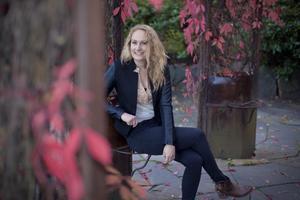 Countrysångerskan Ulrika Ölund bjuder på musik och samtal i