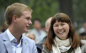 Språkrören Åsa Romson och Gustav Fridolin ångar på i politiken och får också gensvar i väljaropinionen.