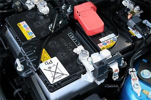 Mazda3 med i-stop har två batterier. Det extra, något mindre, används enbart vid återstart av motorn.