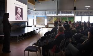 Skolan vill få eleverna att se kopplingen mellan det som hände under nazismtiden i Tyskland och den högerextremism som växer fram i dag i Europa.