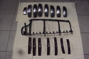 Paret har handtillverkat över 400 delar till bilen.