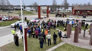 Dalkarlsvandrarna i årets Storvandring samlade för information och Korum innan vandringen inleddes.