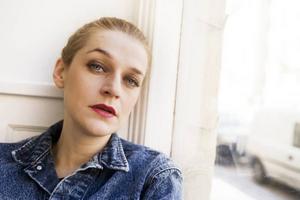 """Kritikerrosade Sarah Assbring – El Perro Del Mar – upplevde svåra personliga motgångar under 2008. """"Jag försökte hitta livlinor överallt. Musiken började att födas när jag väl reste mig ur askan"""", berättar den skivaktuella sångerskan från Göteborg."""