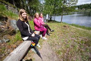 Ulrika Olsson, Agneta Lillbacka och Gunilla Nordström cyklade till Ängeslberg från Fagersta för att besöka Oljeön.