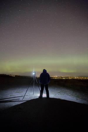 Göran Strand i fokus. Han har alltid varit intresserad av astronomi och nu kombinerar han det med ett annat intresse – att fotografera.