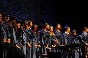 Det amerikanska sättet att fira examen genomsyrade hela avslutningen.