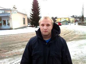 Johan Norman, 25, är nyinflyttad till Hofors och trivs bra i centrum.– Jag har det jag behöver här, säger han.
