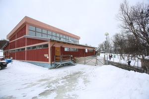 Bruksvallarnas skola kan räddas genom ett samarbete mellan kommunen och näringslivet.