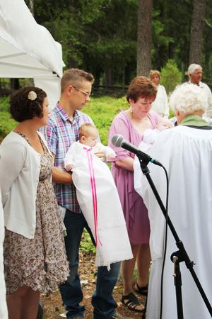 Kicki och Johan Norman, Färila, döpte sin dotter Klara. Viktoria Persson och Mikael Bångstrand, Färila döpte sin dotter Fanny. Dopförrättare var prosten Stig Wengelin.