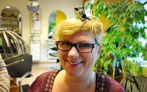 Klämmorna var både heta och tunga. Bara en känns på huvudet förklarar Ulla-Karin Ångqvist.
