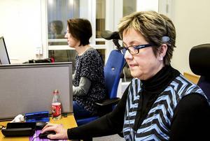 På morgonen är det telefontid och sedan åker Ann-Sofie Torstensson och Anna-Lena Nilsson Wedmark ut till dem som behöver avlastning i kommunen.