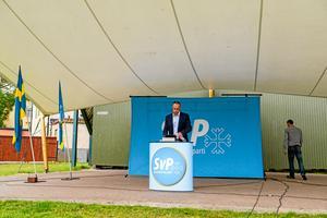 Mitt i visby. Svenskarnas partis partiledare Stefan Jacobsson håller tal i Almedalen
