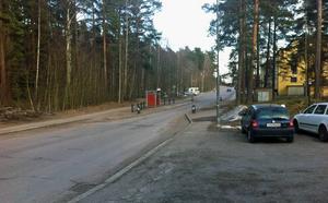 Vid Kungsgårdsvägen, skogspartiet till vänster på bilden, är det meningen att det nya bostadsområdet ska byggas. 300 nya bostäder ska det bli.