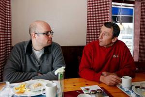 Från början var stämningen mellan Stefan Falkelind och Pelle Sallin lite ansträngd.