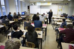 Utvecklingen i den svenska skolan måste gå åt rätt håll, skriver Helene Hellmark Knutsson och Eva Sonidsson.