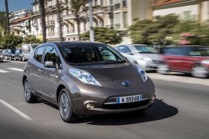 Nya Nissan Leaf har samma yttre dimensioner som den nuvarande 24 kWh-modellen. Förutom nytt batteri har den fått ett nytt innertak och  nytt informationssystem.
