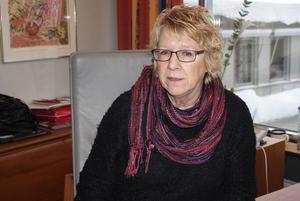 Ewa Lindstrand, 61 år, kommunalråd i Timrå:      – Nej, det har alltid blivit att man sammanstrålat med de närmaste. Just julen är en svår högtid när man är ensam.