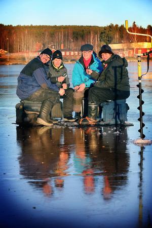 Fyra förväntansfulla fiskare i Borlänge och Falu sportfiskeklubb, Jonas Gustafsson, Borlänge, Bernt Johansson, Falun, Per-Olof Liss, Falun och Rosie Thörne, Borlänge.